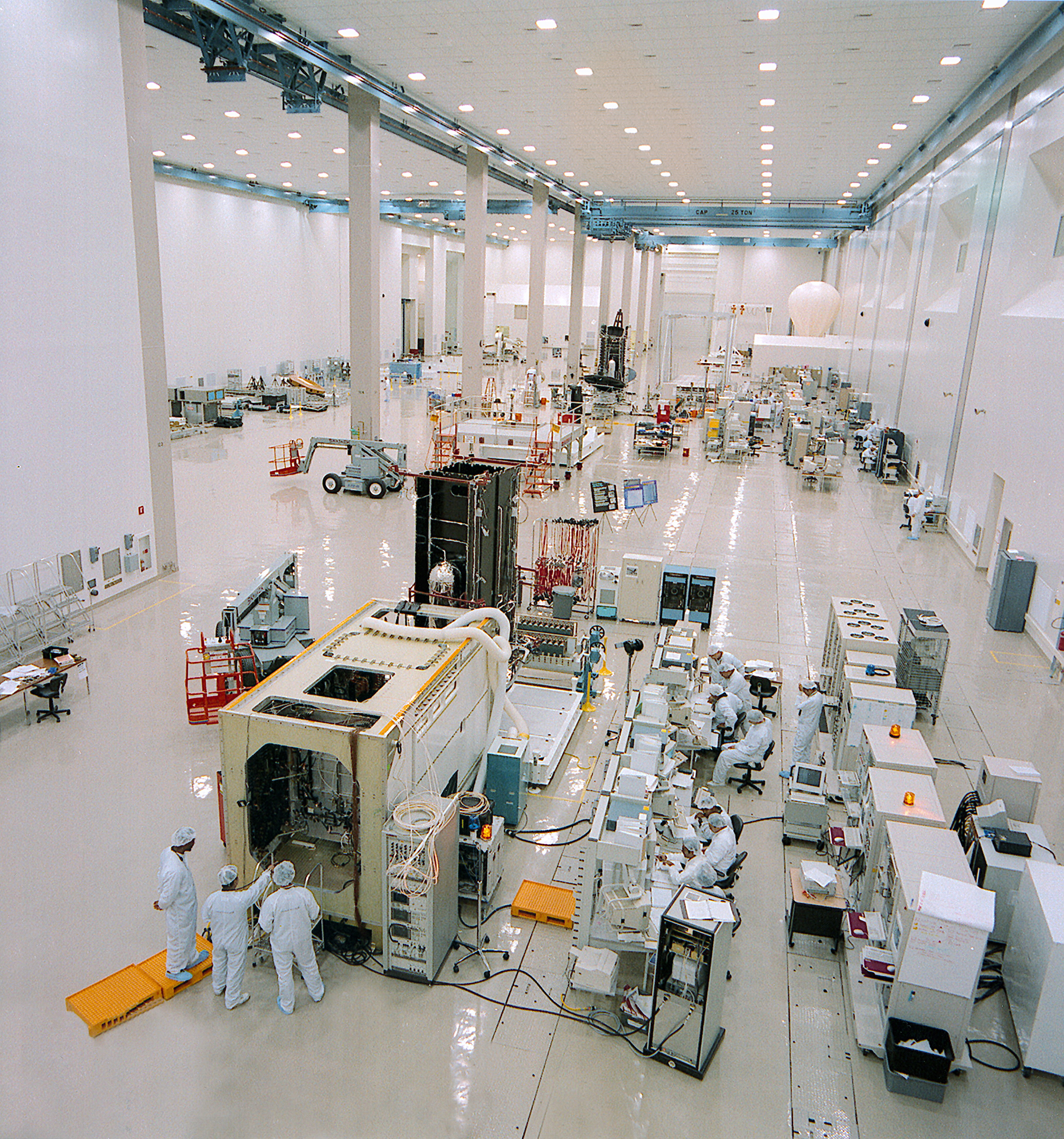 100th-a2100-cleanroom-220