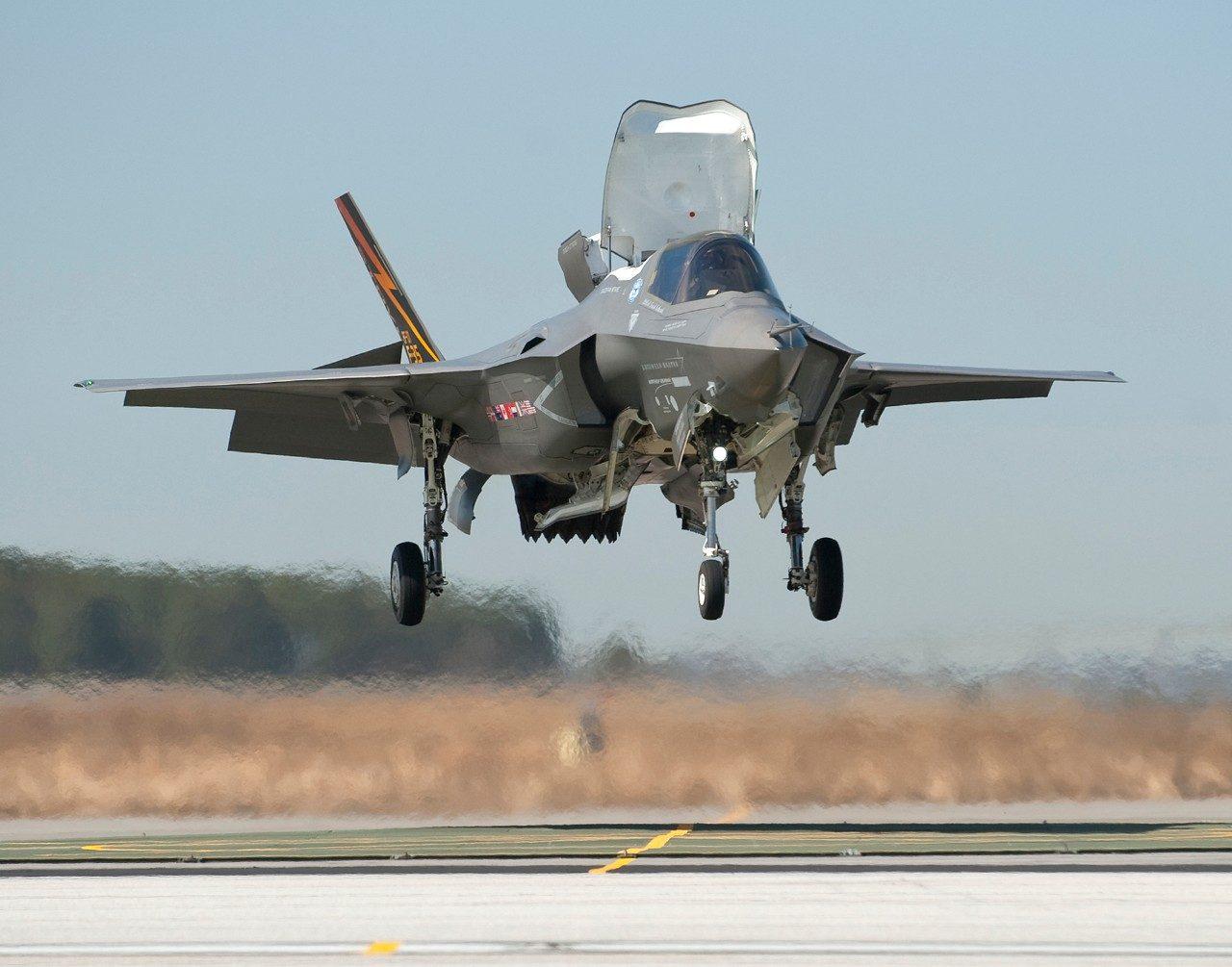 The F-35B: First Descent | Lockheed Martin